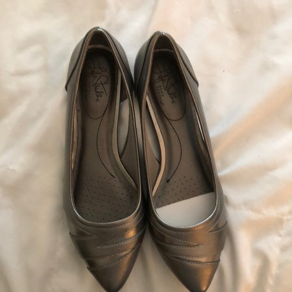 Life Stride Shoes - Never worn Life stride silver flats in Size 8